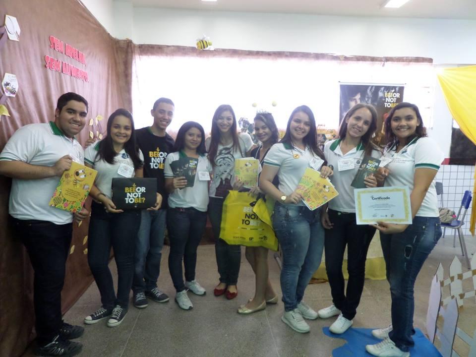 Alunos da Escola Estadual Osmira Eduardo Castro, de Morada Grande (CE)